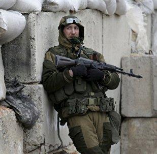 Un miliciano del este de Ucrania