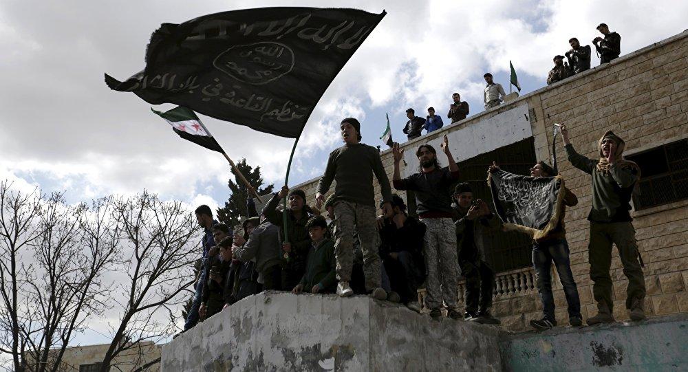 Militantes con banderas extremistas, Idlib, Siria