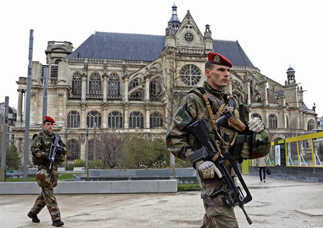 Militares franceses en París