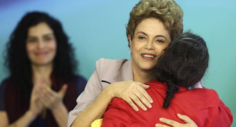 Artistas e intelectuales expresan su apoyo contra el golpe a la presidenta Rousseff