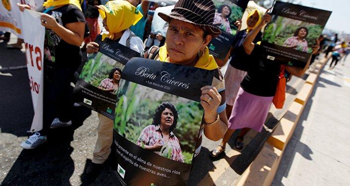 Manifestantes exigen justicia para Berta Cáceres en Tegucigalpa, Honduras