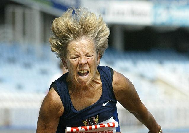 Anciana atleta (archivo)