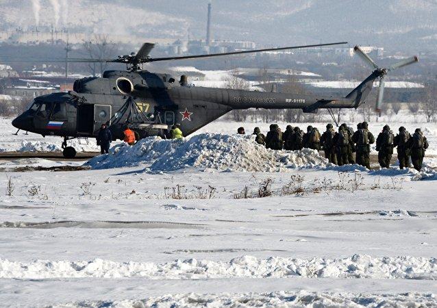 Las maniobras de los paracaidistas rusas