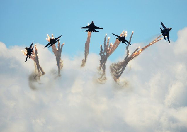 "Acrobacias aéreas del grupo ""Rúskiye Vítiazi"""
