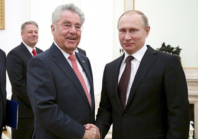 El presidente de Austria, Heinz Fischer, y el presidente de Rusia, Vladímir Putin
