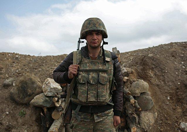 Soldado armenio en Nagorno Karabaj