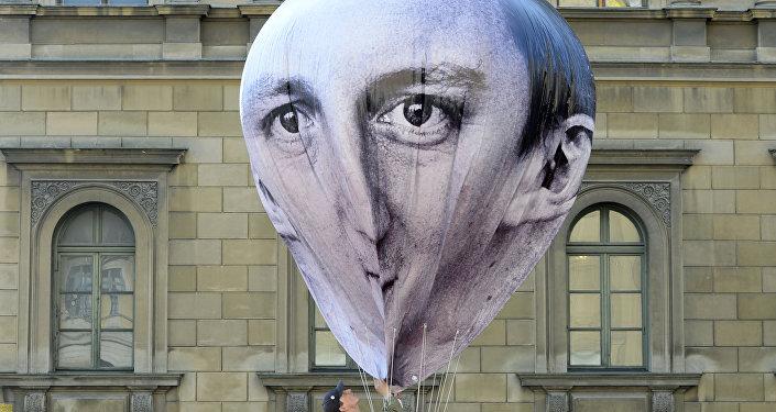 Globo aerostático con la imágen de David Cameron