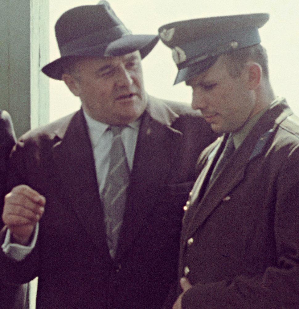 Serguéi Koroliov, responsable del programa espacial soviético, y Yuri Gagarin, primer hombre en el espacio