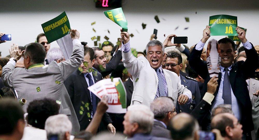 Comisión parlamentaria aprueba la continuidad del impeachment contra Dilma Rousseff