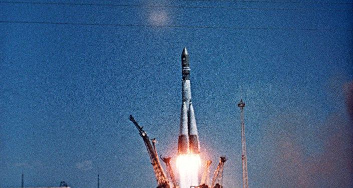 El lanzamiento de la nave espacial  Vostok-1 con Yuri Gagarin a bordo