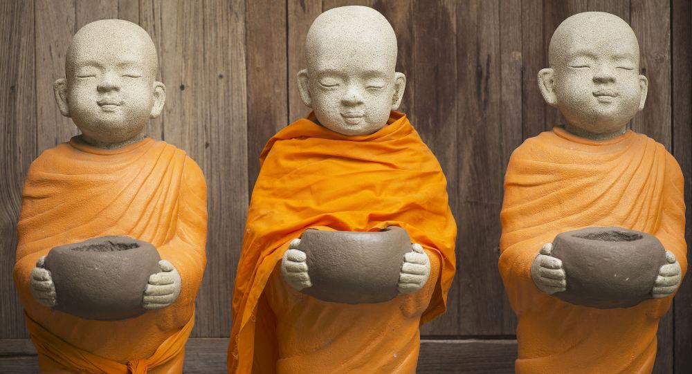 Estatuas de los monjes budistas