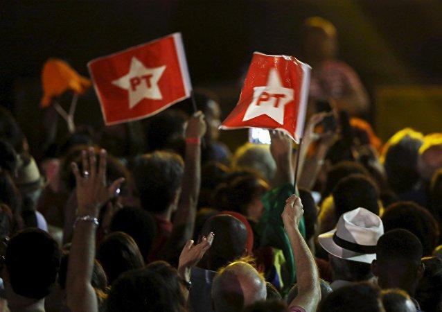 La protesta de los simpatizantes del Partido de los Trabajadores contra el impeachment de Dilma Rousseff en Río de Janeiro