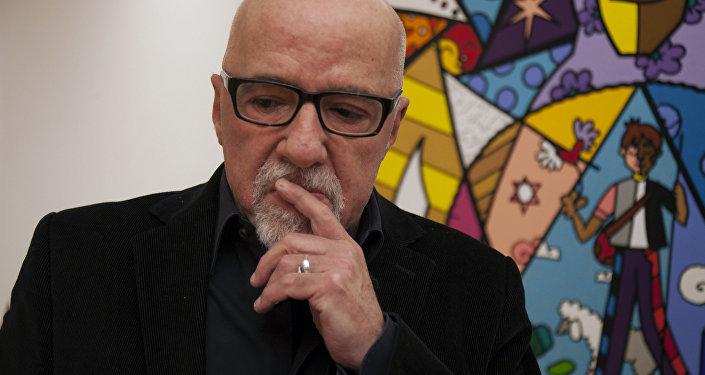 Paulo Coelho, escritor brasileño conocido mundialmente