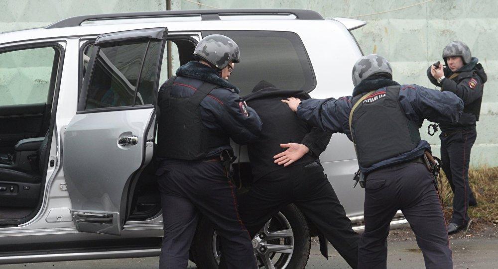 Los policías rusos se entrenan contra el robo de automóviles (archivo)