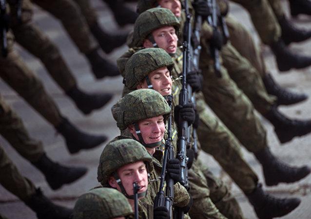 Los militares rusos continúan con los ensayos para el desfile del Día de la Victoria