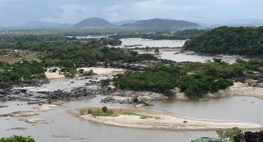 El río Orinoco cerca al aeropuerto de Puerto Ayacucho, Venezuela.