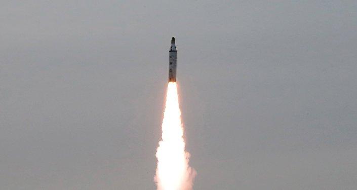 Lanzamiento de un misil balístico, Corea del Norte