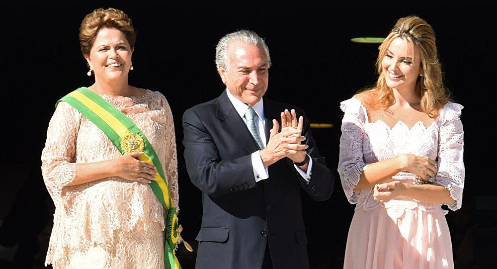 Dilma Rousseff, Michel Temer y su esposa Marcela (dcha.)
