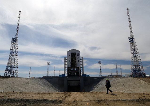 Cohete portador Soyuz-2.1a en el cosmódromo ruso de Vostochni