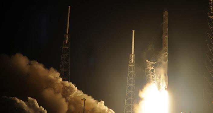 SpaceX lanza experimento chino y otros suministros a Estación Espacial Internacional