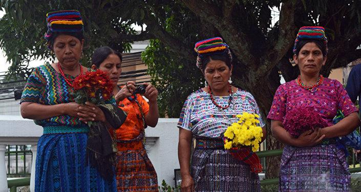 Familiares de una de las victimas de los masacres del pueblo maya cometido en los años 80