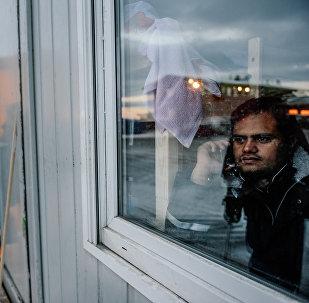 Un refugiado en un centro para los refugiados cerca de la frontera ruso-noruega (archivo)