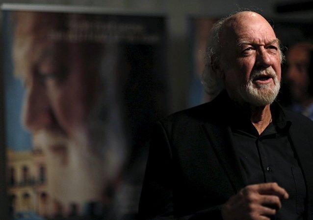 Adrian Sparks, protagonizando Papa: Hemingway en Cuba entrevistado en el estreno en Los Angeles, EEUU, 25 de abril, 2016.
