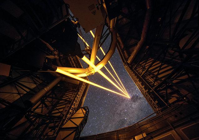 Láser de gran alcance en el Observatorio de Paranal (Chile)