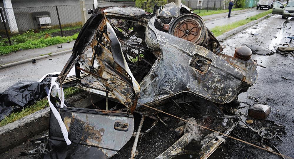 Coche quemado en la región de Donetsk
