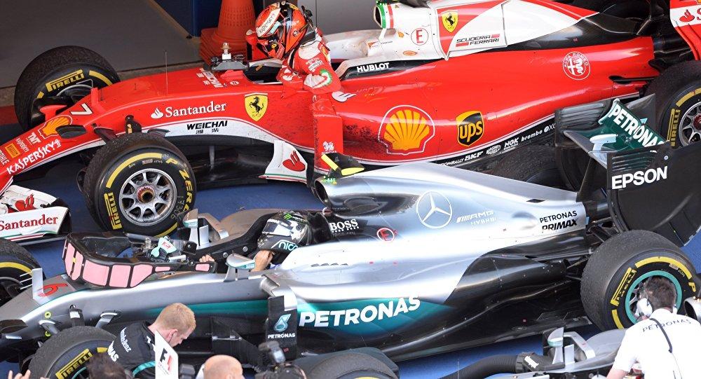 Los pilotos Nico Rosberg y Kimi Raikkonen durante el Gran Premio de la F1 en Sochi