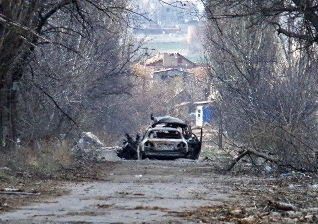 Сoche de periodistas en la región de Donetsk
