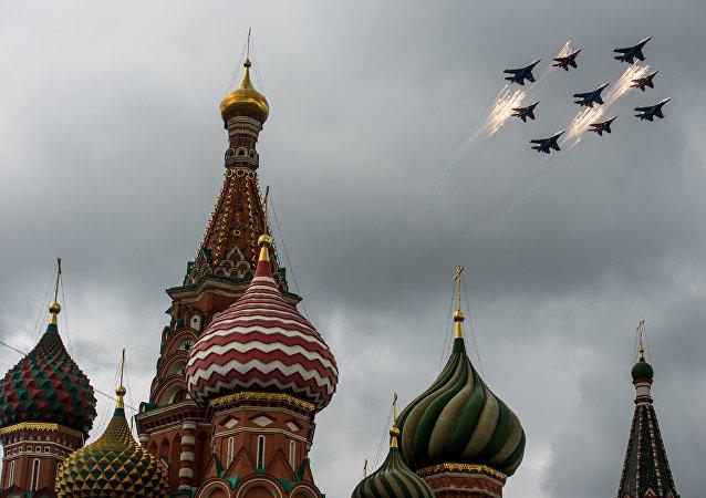 Primer ensayo en Moscú de las Fuerzas Aéreas para el Día de la Victoria