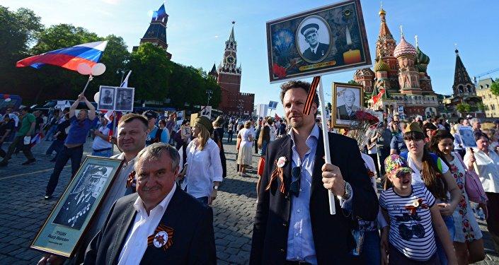 La marcha del Regimiento Inmortal en Moscú