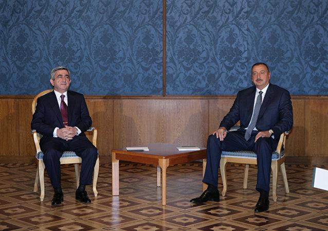 El presidente de Armenia, Serzh Sargsián, y el presidente de Azerbaiyán, Iljam Alíev (archivo)
