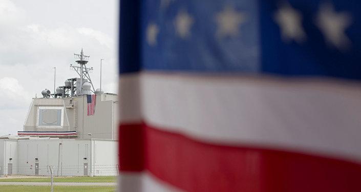 La bandera estadounidense en la base de Deveselu en Rumanía