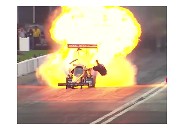 Se registra una de las mayores explosiones en la historia de las 'drag racing'