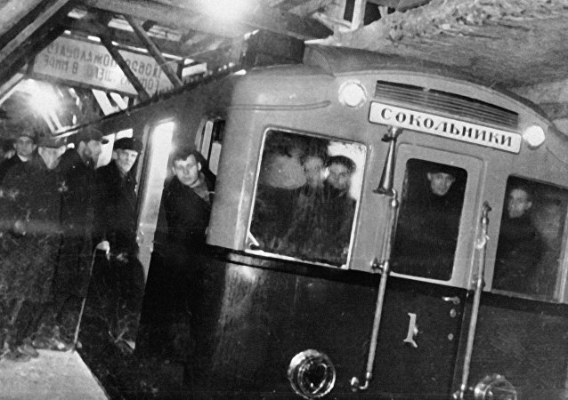 Primer tren del Metro de Moscú