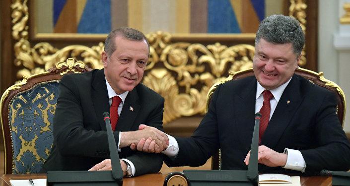 Presidente deTurquía, Recep Tayyip Erdogan y presidente de Ucrania, Petró Poroshenko