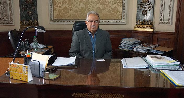 Dr. Jorge Menéndez, Subsecretario de Defensa Nacional de Uruguay, en su despacho