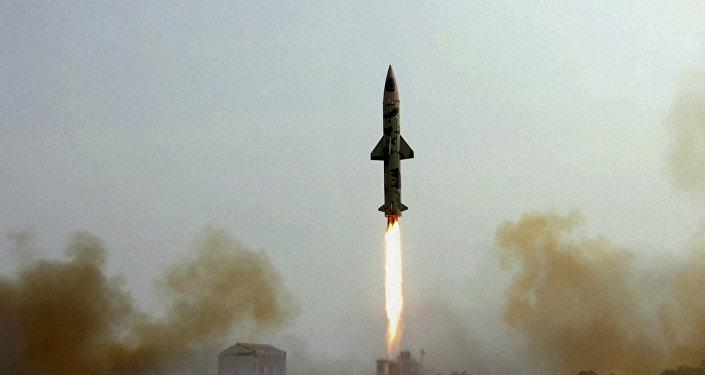 Lanzamiento del misil balístico Prithvi-II (archivo)