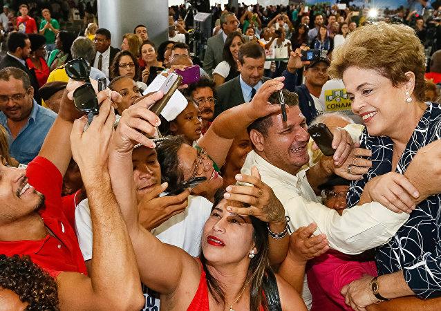 Dilma Rousseff durante la ceremonia del Programa Mi Vida, Mi Casa (archivo)