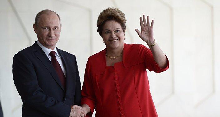 Vladímir Putin, el presidente de Rusia y la presidente electa de Brasil, Dilma Rousseff