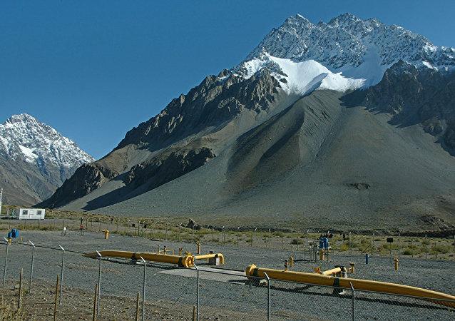 Instalaciones de la compania de gas natural GasAndes en las cercanias de Melosa, alta cordillera chilena en las cercanias del limite con Argentina