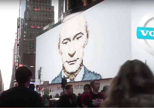 Putin aparece en la pantalla en Nueva York