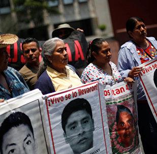 Familiares de los 43 estudiantes desaparecidos