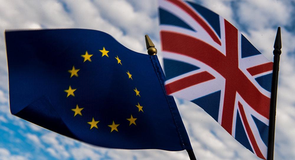 Las banderas de la Unión Europea y el Reino Unido