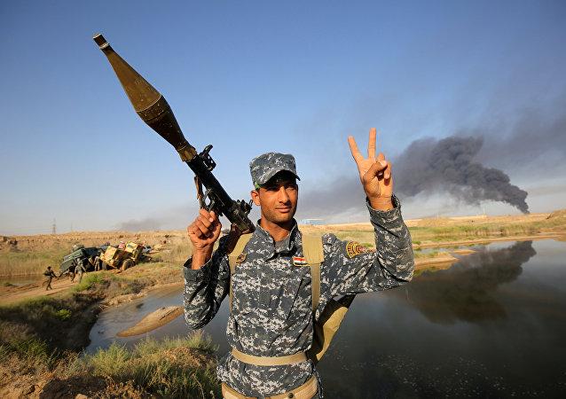 Militar iraquí durante la ofensiva para liberar la ciudad de Faluya (archivo)