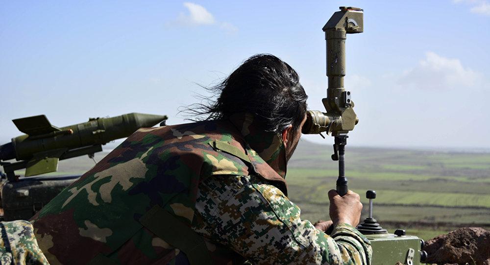 Militar del Ejército sirio cerca de la ciudad de Deraa (archivo)