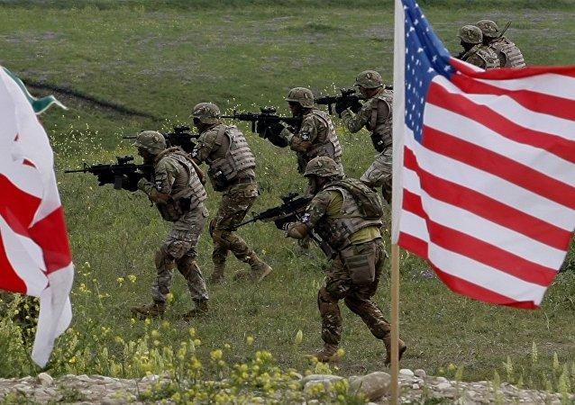 Soldados de Georgia y EEUU durante ejercicios conjuntos en el polígono de Vazisubani