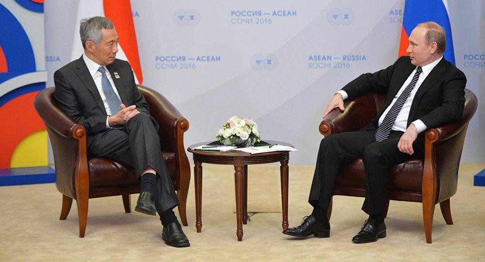 Presidente de Rusia, Vladímir Putin y el primer ministro de Singapur, Lee Hsien Loong